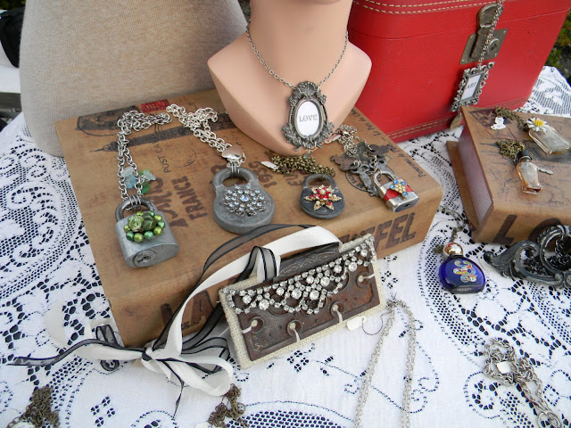 pic of beautiful retro jewelry