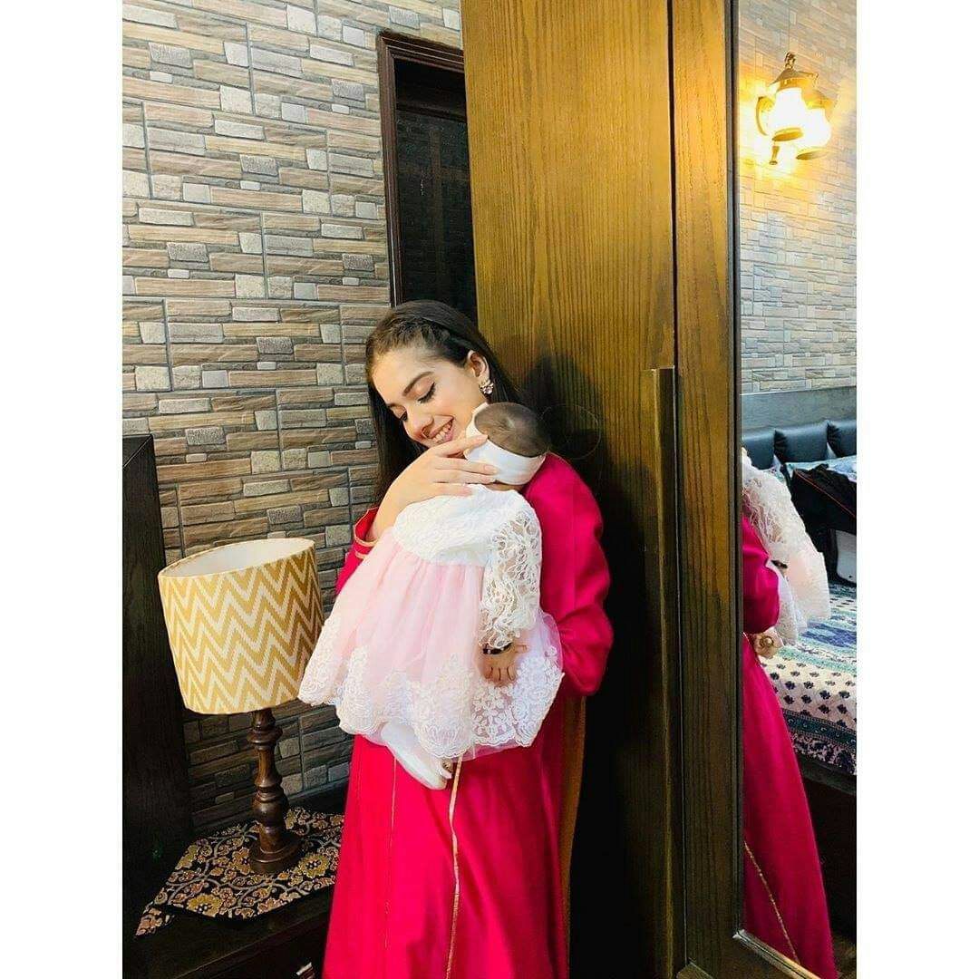Beautiful Pictures of Arisha Razi Khan with her niece