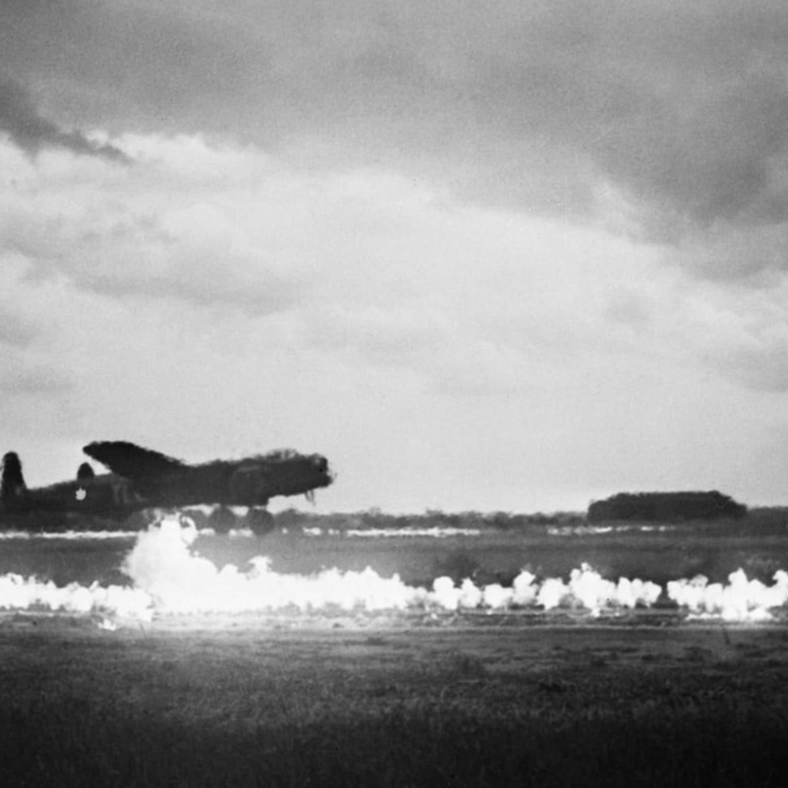 How The British Fought Fog With Runways of Fire
