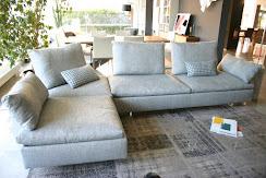 divano Limes Saba Italia in tessuto grigio visibile nella nostra espozizione di Zogno Bergamo, vista penisola .JPG