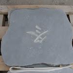 4 - Dalle adoucie clair avec inscription taillée main