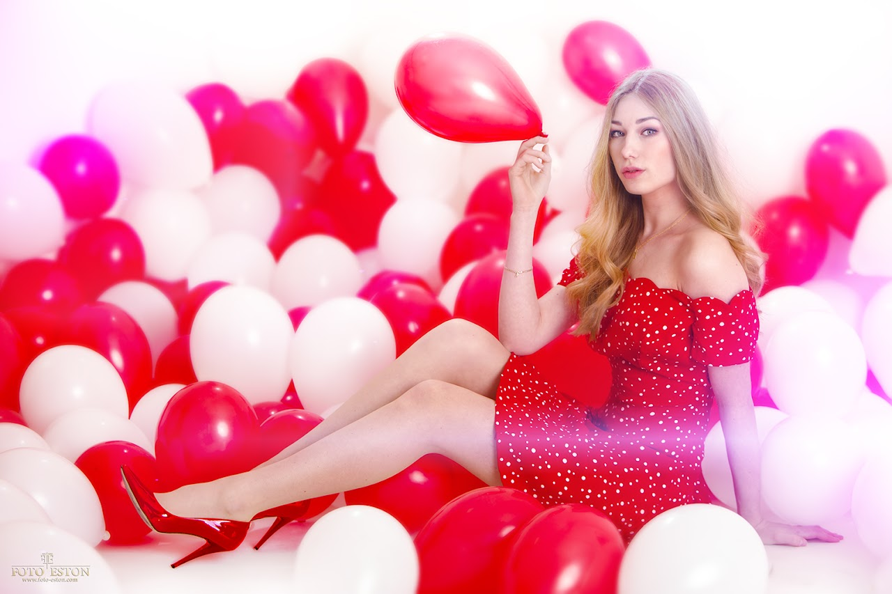 Fotografia test modelki / baloniki czerwone, białe