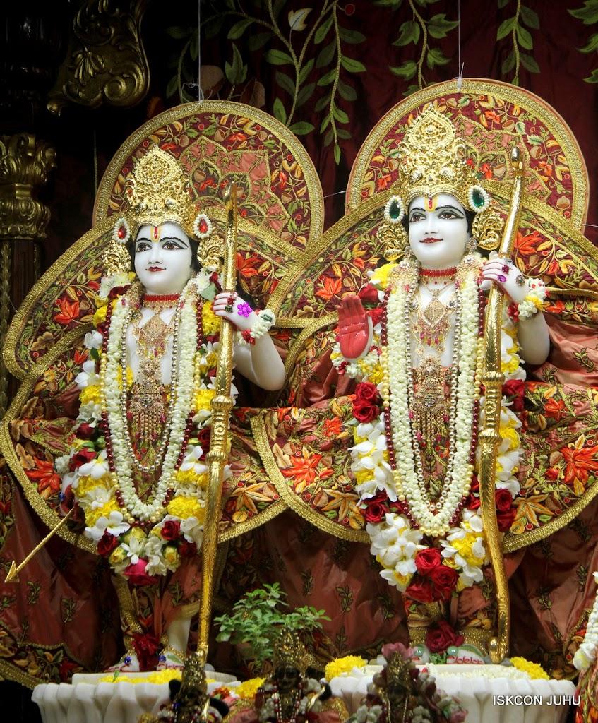 ISKCON Juhu Sringar Deity Darshan on 30th May 2016 (32)