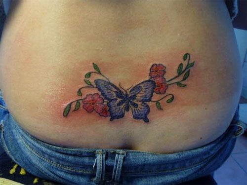 borboleta_e_flor_tatuagem_na_parte_inferior_das_costas