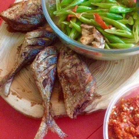 maniak-makan-resep-uti-ikan-kembung-goreng-oseng-buncis-sambel-bawang
