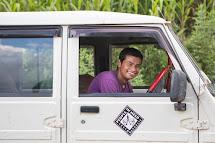 Tým Člověka v tísni, který pomáhá v nepálském Kerabari. (Foto: Jana Ašenbrennerová pro ČvT)