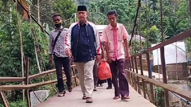 Rasakan Nasib Penduduk Daerah Terisolir, Nasrul Abit Nginap di Rumah Penduduk Sungai Lolo.