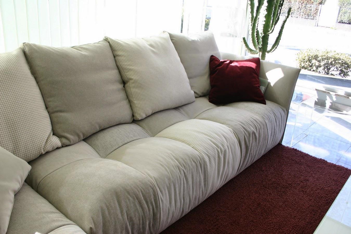 Soggiorni e salotti moderni arredo per la tua casa - Prodotti per pulire il divano in tessuto ...