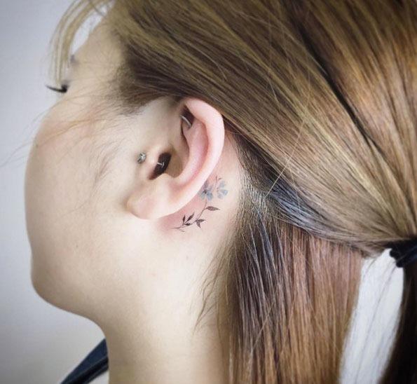 Este atrás da orelha flor