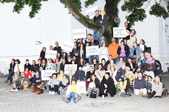 Photo: IT'S NO SWISS PICNIC FOR ME, EITHER. Der dritte Salon des Arts - Gruppenfoto Maria Ziegelböck