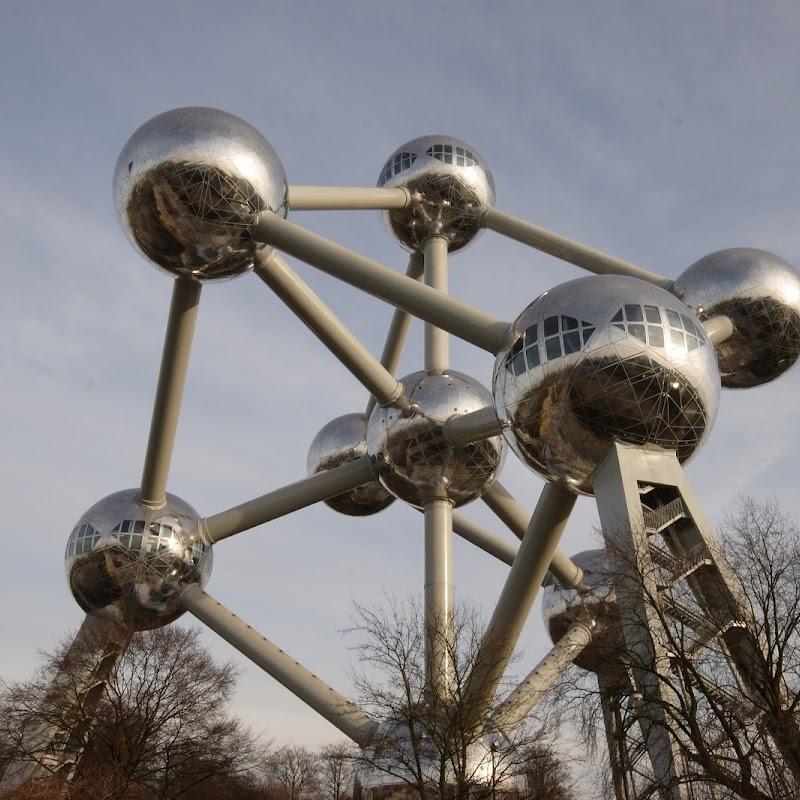 Brussels_077 Atomium from Underneath.jpg