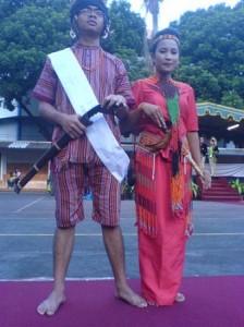 Pakaian Adat Toraja Pakaian Tradisional Suku Toraja 224x300 Pakaian Adat Tradisional Indonesia