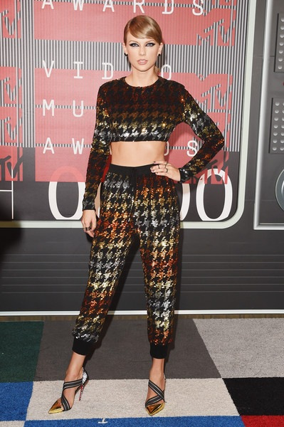 Taylor Swift attends the 2015 MTV Video Music Awards