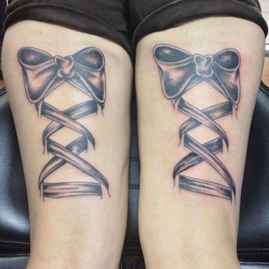 fita_e_laço_em_bunda_de_tatuagem