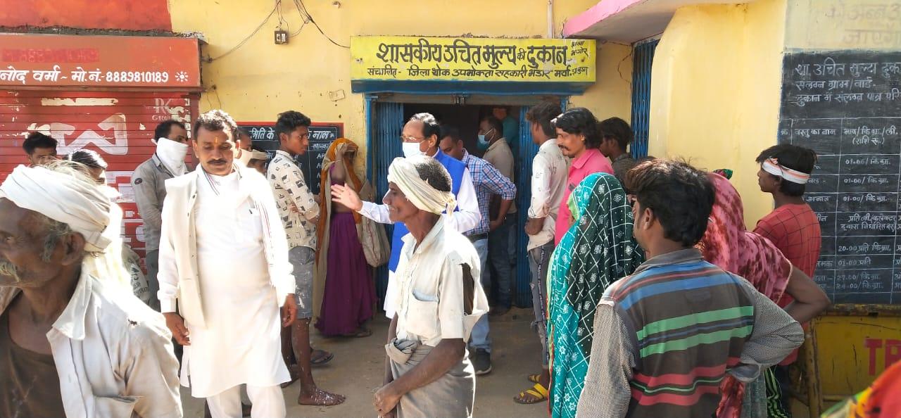 Jhabua News- विधायक कांतिलाल भूरिया ने किया सोसाईटी का औचक निरीक्षण, किसानों की समस्या सुनी