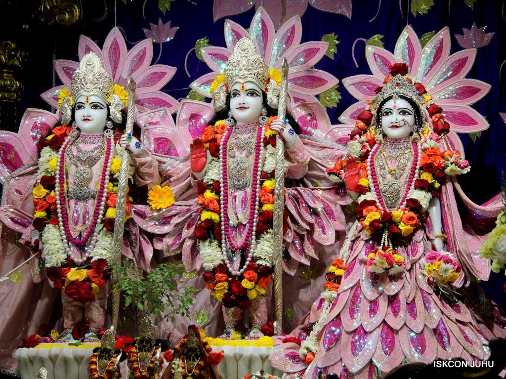 ISKCON Juhu Sringar Deity Darshan 5 Jan 2017 (26)