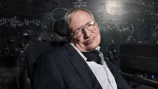 وفاة ستيفن هوكينغ عالم الفيزياء الشهير عن عمر 76 عاماً