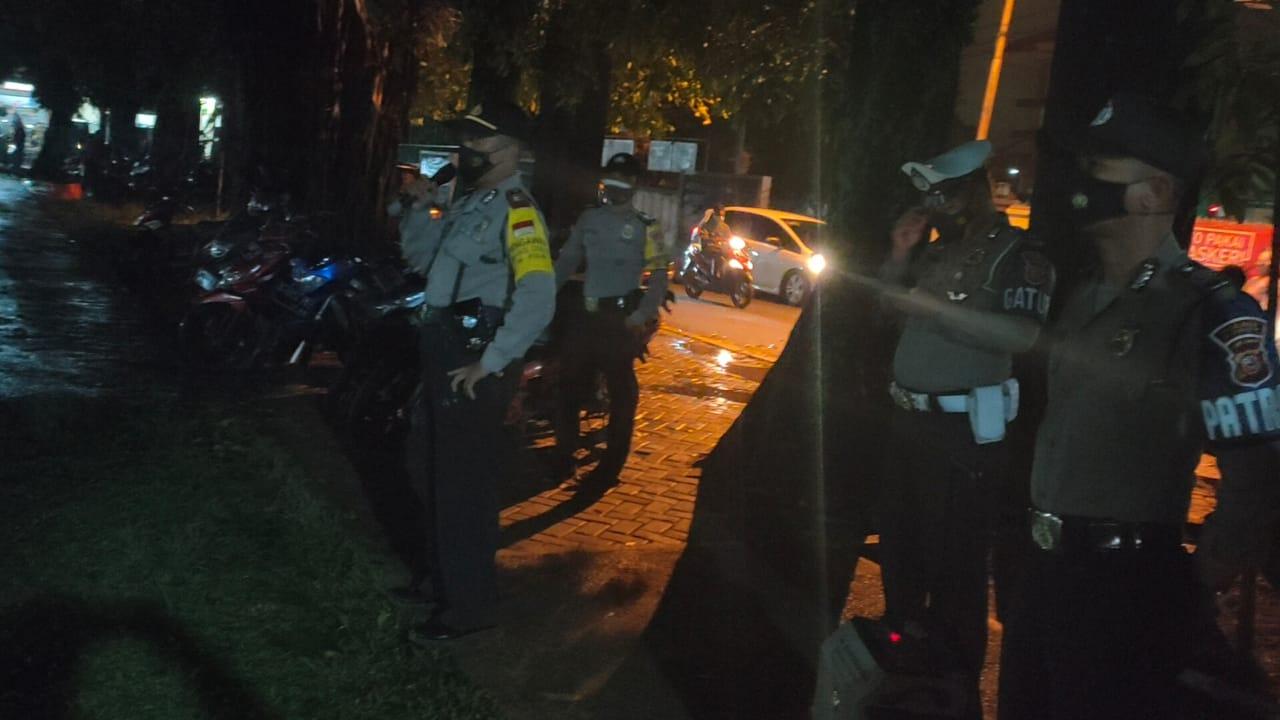 Polsek Jonggol Gelar Operasi PPKM Secara Stasioner di Alun - alun