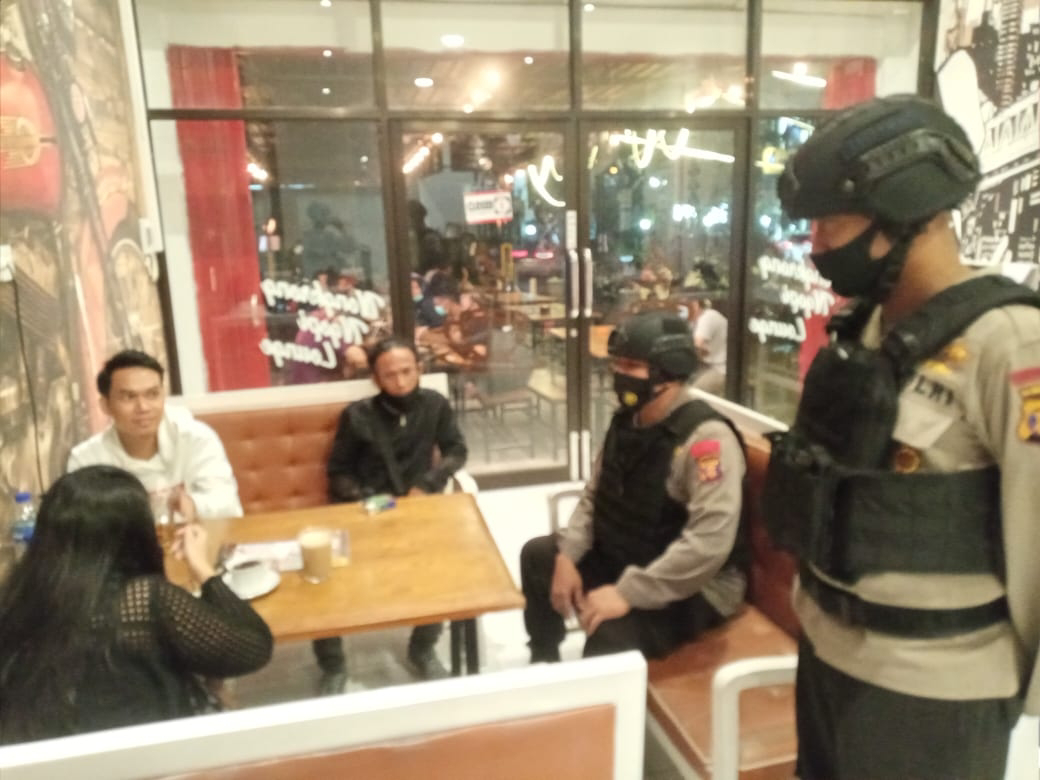Giatkan Patroli Malam Hari, Personel Brimob Batalyon A Pelopor Imbau Warga Balikpapan Jaga Kerukunan
