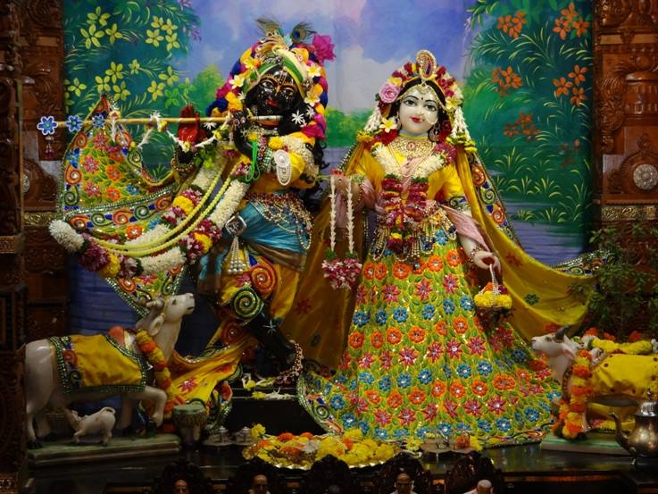 ISKCON Nigdi Deity Darshan 18 Dec 2015 (35)