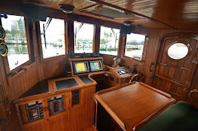 Pilothouse%2520forwardR.JPG