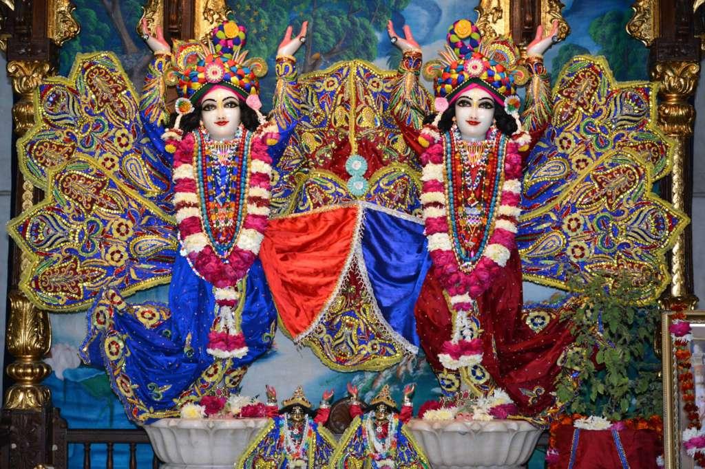 ISKCON Ujjain Deity Darshan 22 Dec 2015 (17)