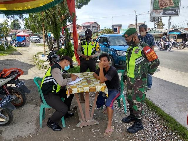 Babinsa Koramil 09/Minas Lakukan Operasi Yustisi Pendisiplinan Prokes di Kelurahan Minas Jaya
