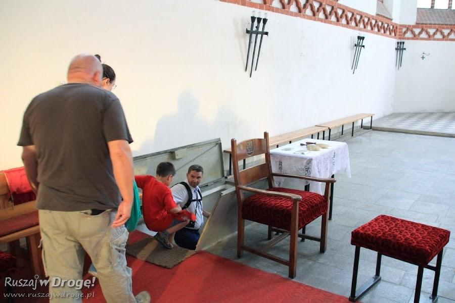 Wnętrza Kościoła pw św. Maksymiliana Kolbe - zejście do krypty