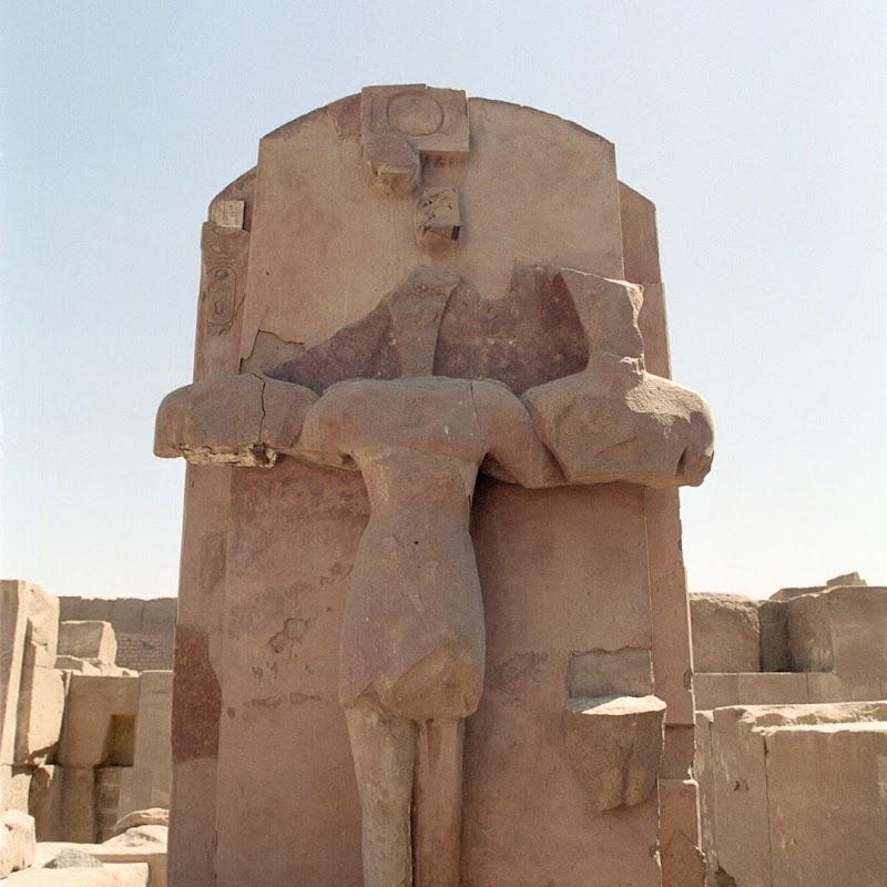 Luxor_22 Karnak Temple Statue.jpg
