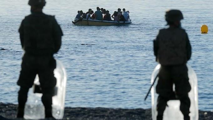 Por primera vez, cuatro agentes de las Fuerzas Auxiliares marroquíes llegan a Ceuta a nado para solicitar asilo.