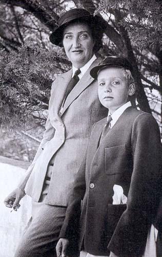 RETROSPECTIVA DE LA FAMILIA REAL Mariamercedes1910-19