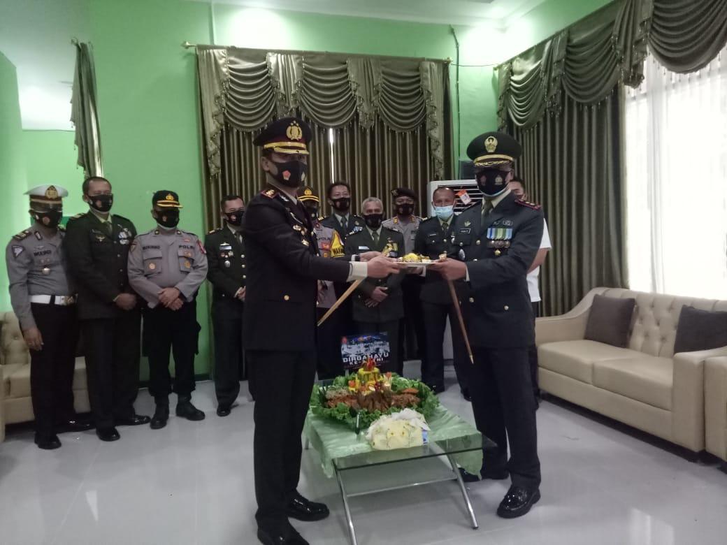 HUT TNI ke 75, Polres Kutim Kunjungi Kodim 0909/Sangatta