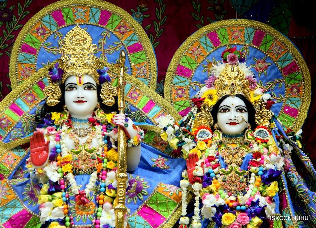 ISKCON Juhu Sringar Deity Darshan on 29th April 2016 (31)
