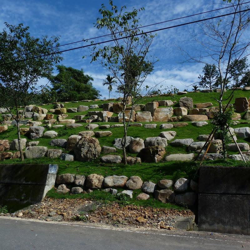 Puli  en passant , entre autres, par les villages de l ethnie Bunum de Loloko et Dili. J 10 - P1160777.JPG