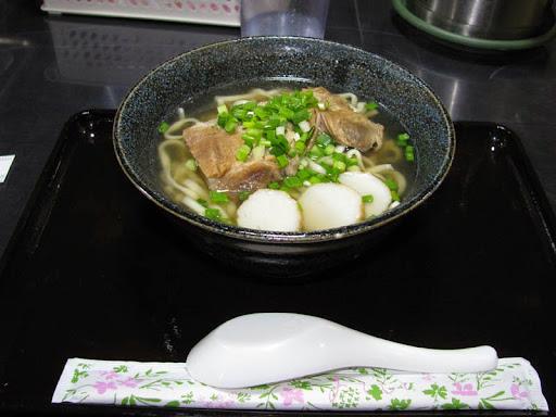 天外天・沖縄そば(中)+ソーキのトッピング