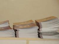 06 Az átadandó könyvek a Fegyverneki Ferenc Közös Igazatású Katolikus Iskolában.jpg