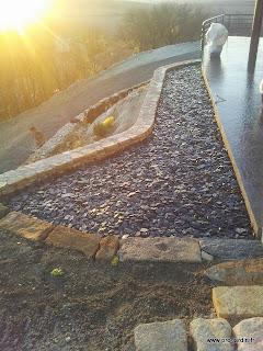Réalisation de rocaille et mur en pierre sèche