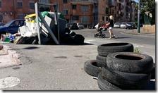Gomme di  automobili per strada