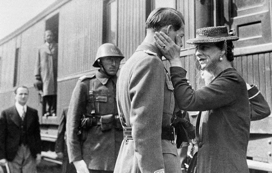 Regele Mihai I al României și Regina Elena a României în gara Jimbolia, în 1940