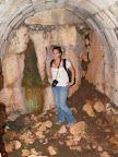 אביה במערת קבורה