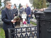 08-Beke Zoltán, városi képviselő is elhelyezte a megemlékezés koszorúját.jpg