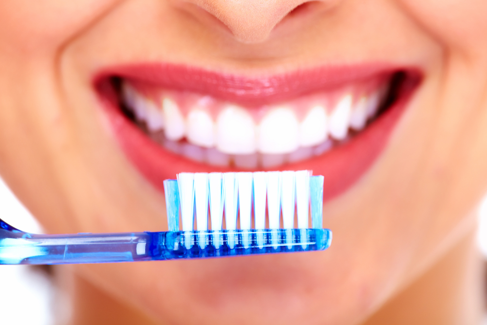 THE BET WAYS TO TAKE CARE OF YOUR TEETH AND MAKE IT BRIGHT 1