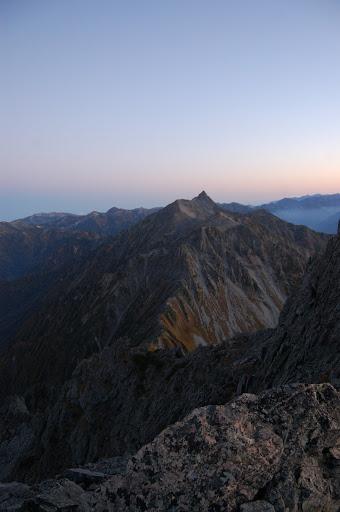 北穂高岳より少し行ったところから槍ヶ岳を望む