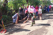 Ciptakan Lingkungan Yang Bersih Babinsa Kodim 0619/PWK Bersama Masyarakat Bersihkan Jaling