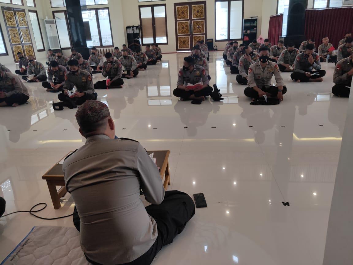 Pembinaan Rohani Dan Mental, Batalyon A Pelopor Brimob Polda Kaltim Laksanakan Doa dan Yasin Bersama