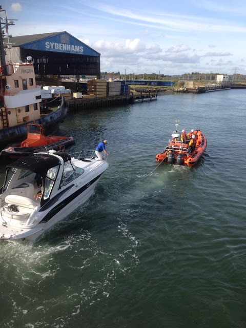 Poole ILB tows the motorboat to Cobbs Quay - 25 October 2015