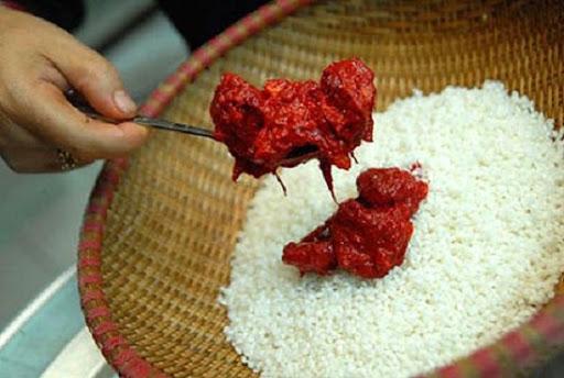 trộn gấc vào gạo nếp