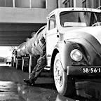 1960 ongeveer_vulmachine-centrifugelokaal-Magirus-collega