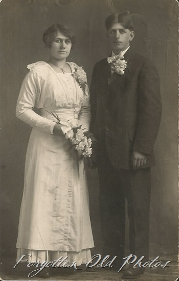 Unknown Couple Noko Postcard  DL Ant 1907 to 1920