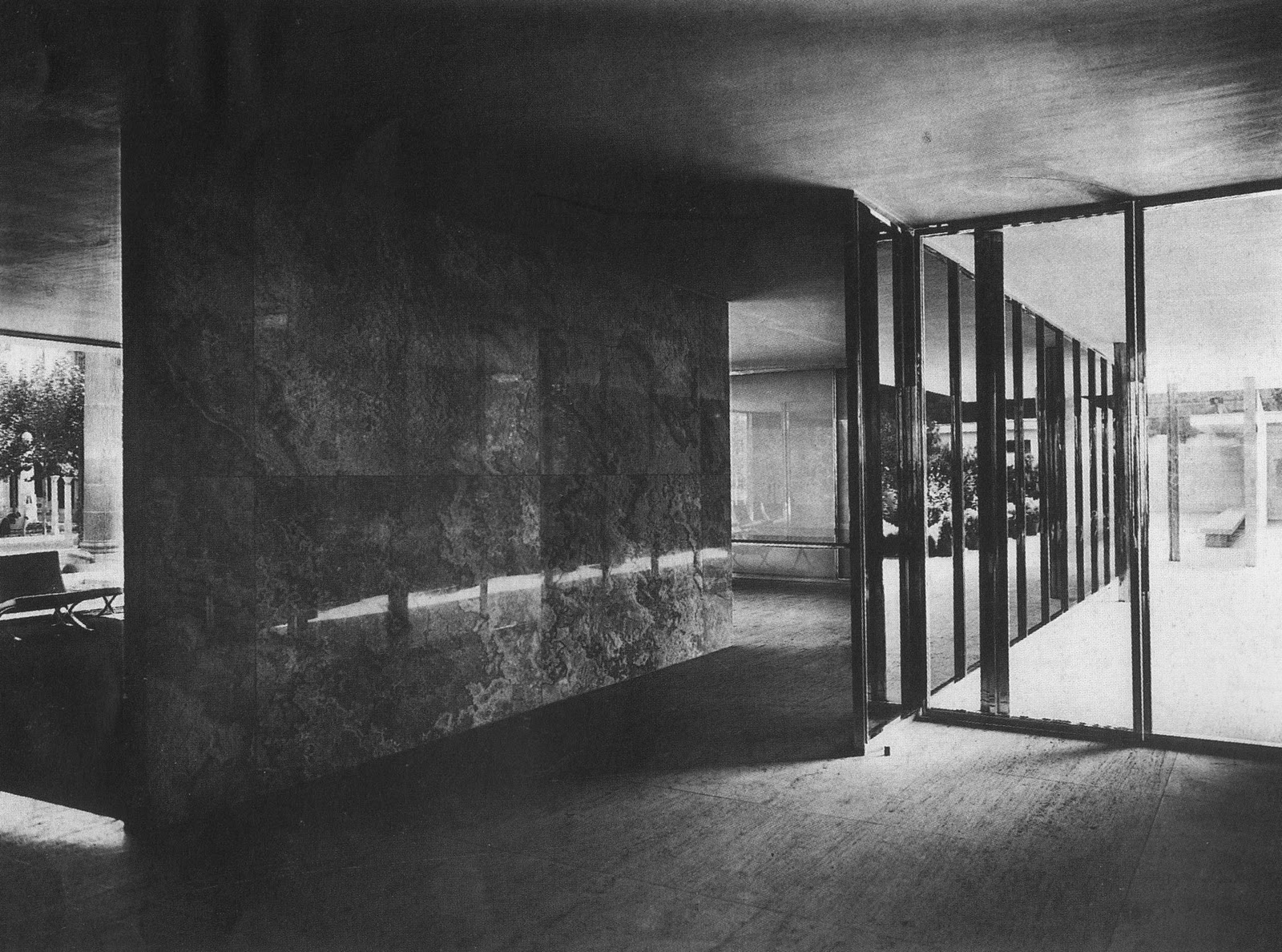 Simon ho case study 1 barcelona pavilion by ludwig mies for Case mies van der rohe